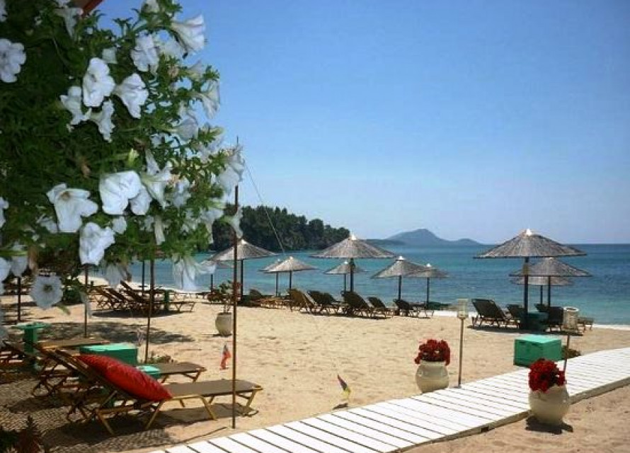 Топ барове по черноморието празнуват лятото с премиум напитки...